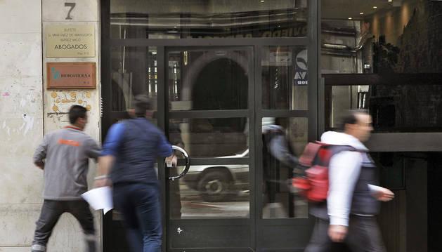 Detenido un hombre por asesinar a golpes a su pareja en Oviedo