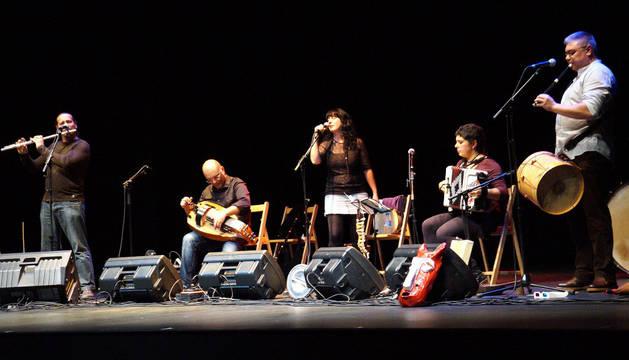 El grupo La Bojiganga, durante su actuación en Castejón.