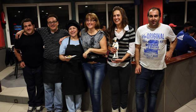 La plantilla de la Cafetería 2000, ganadora del concurso de pinchos.