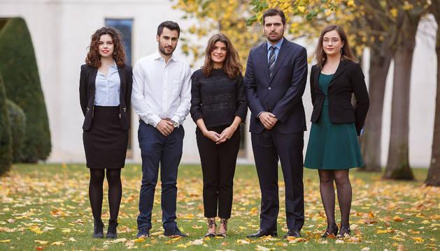 Los estudiantes premiados, en la UPNA.