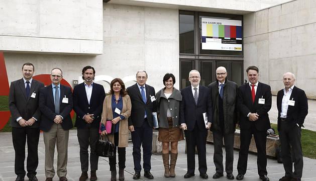 El presidente de la FORTA, Alfonso Sánchez Izquierdo (5i) y los dirigentes de la principales cadenas de televisión autonómicas.