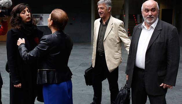 Mendoza, junto a Koldo Martínez, Barkos y Laura Pérez.