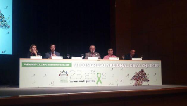 Ángel Navallas (2º desde la dcha. en la foto) en el VI Congreso nacional de Alzheimer.
