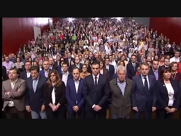 El PSOE guarda un minuto de silencio por los atentados de París