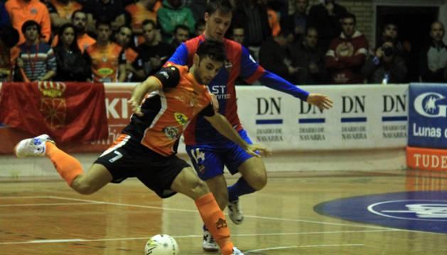Rubi y Sena, en el partido disputado en el Ciudad de Tudela.