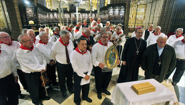 La Iglesia premia a los auroros por ser puente entre la fe y la cultura