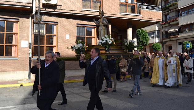 La procesión de San Gregorio recorrió el casco urbano de Azagra antes de regresar a la parroquia.