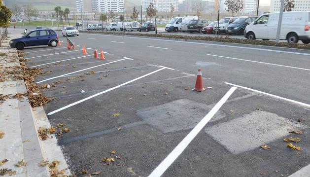 Cambio de orientación de las plazas de aparcamiento en la avenida de Cataluña.