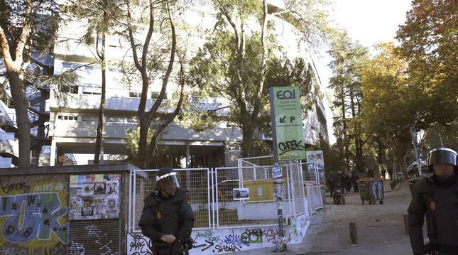 45 detenidos en el desalojo de los okupas de un colegio mayor