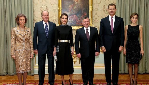Los Reyes reciben a Abdalá y Rania de Jordania con una bienvenida en Barajas