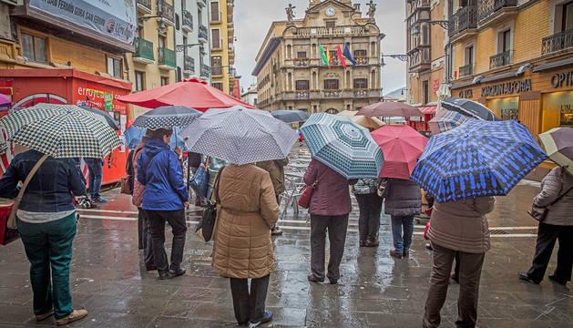 Lluvia en la Plaza del Ayuntamiento.