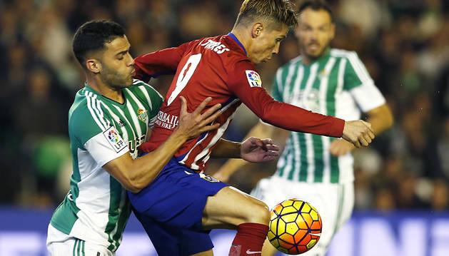 El Atlético supera al Real Madrid con un trabajado triunfo en Sevilla