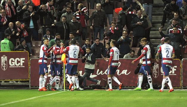 La seriedad defensiva da la victoria al Granada (2-0)