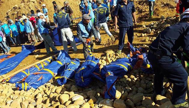 Al menos 91 muertos en una avalancha en una mina en Birmania