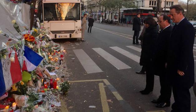 Cameron y Hollande rinden homenaje a las víctimas de los atentados de París