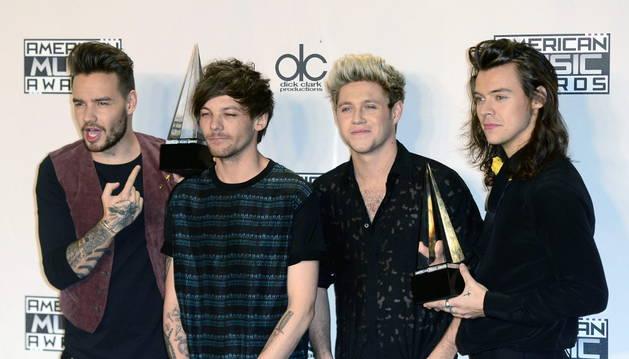 One Direction consiguió los premios Artista del Año y el premio a Mejor Álbum de Pop Rock.