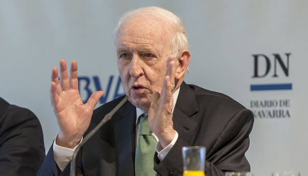 El experto en Economía aragonés Leopoldo Abadía, durante su intervención en el desayuno.