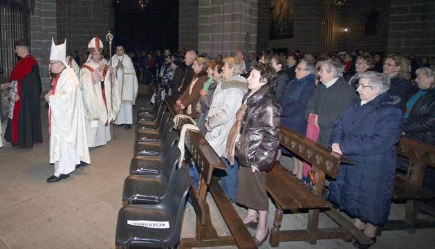 Más de 4.500 fieles en las misas de reparación por la obra de Azcona