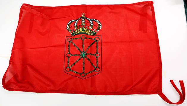 La bandera que regalará el miércoles Diario de Navarra tiene 75 centímetros de largo y 50 de alto.