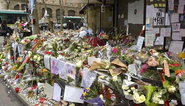 Francia rinde homenaje a las víctimas de los atentados de París