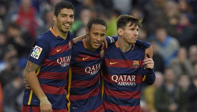 Suárez, Neymar y Messi celebran un gol.