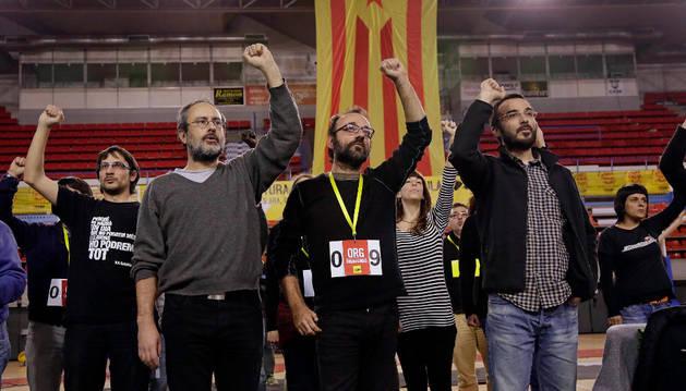 Los miembros de la CUP Antonio Baños, Benet Salellas, y Albert Butran, de izda a dcha.