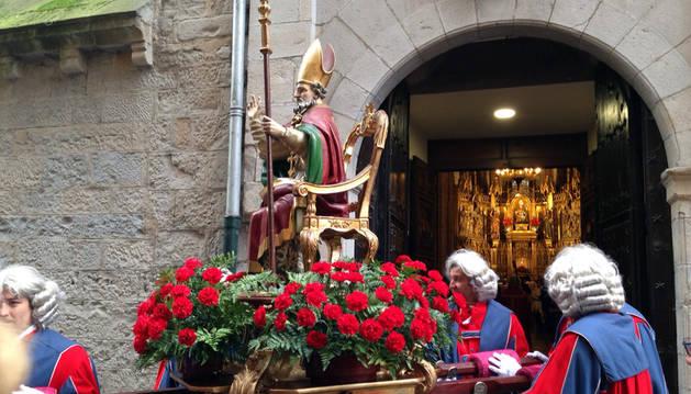 Imagen del San Saturnino saliendo a la procesión.