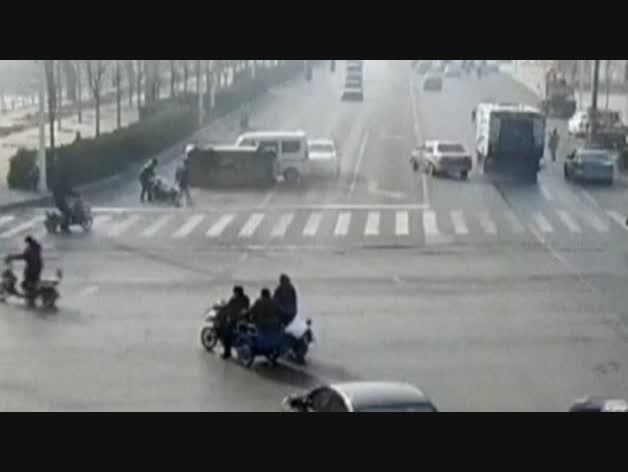 Obstáculo invisible en una carretera china