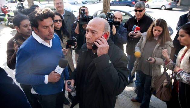 Francisco Holgado, conocido como 'Padre Coraje', a la salida del juzgado.