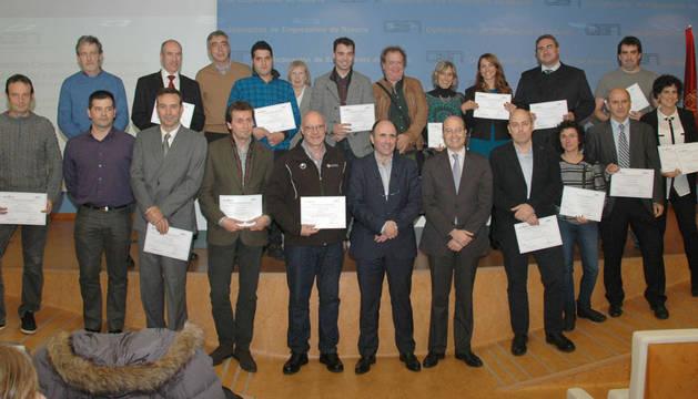 Los galardonados junto a Manu Ayerdi y José Antonio Sarría.