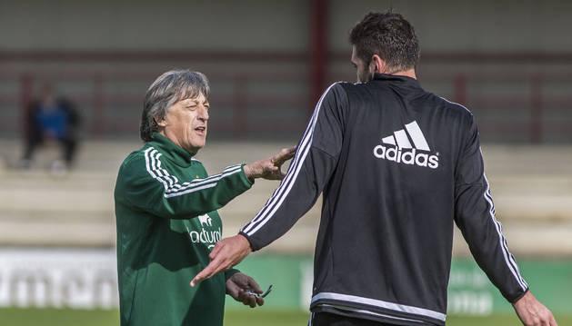 Enrique Martín habla con Milic en Tajonar.