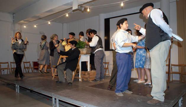 Instante de la representación de la obra 'Melodía Cantada' por el 25 aniversario del club de jubilados.