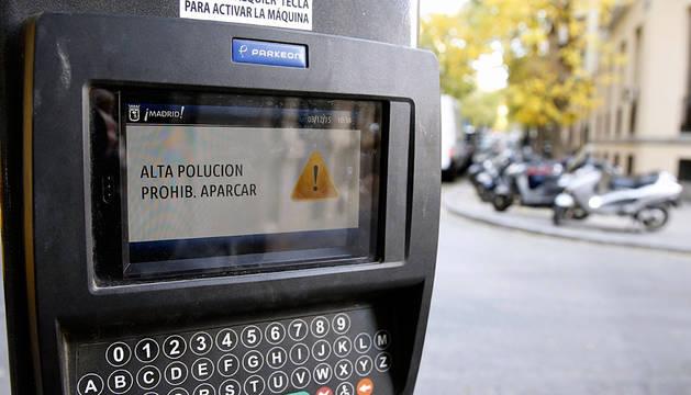 Madrid prohíbe por segundo día seguido aparcar en el centro a no residentes