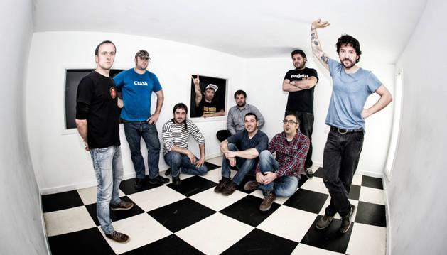 El grupo Esne Beltza, que llegará a Viana con su último trabajo discográfico.