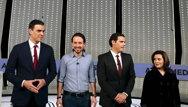 El grupo Atresmedia ofreció el primer debate electoral televisado a cuatro de la campaña electoral del 20-d, con la presencia de Pedro Sánchez (PSOE), Pablo Iglesias (Podemos), Albert Rivera (Ciudadano) y Soraya Sáenz de Santamaría (PP).