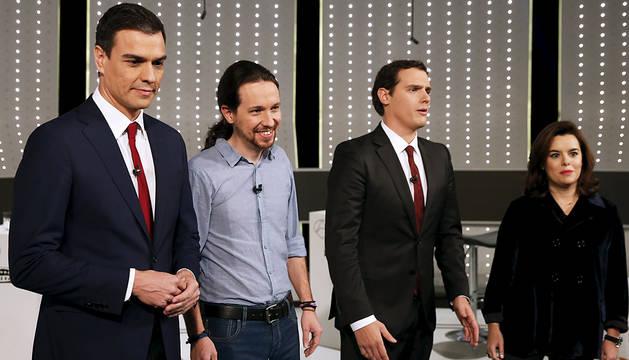 Pedro Sánchez, Pablo Iglesias, Albert Rivera, y Soraya Sáenz de Santamaría, posan antes del debate televisivo.