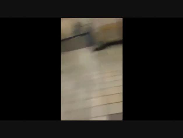 Graban con el móvil la detención del sospechoso en el metro de Londres