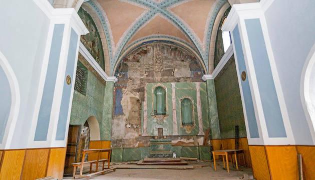 Nave central y altar mayor del templo.