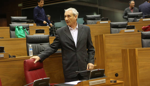 El consejero Aranburu, en el Parlamento.