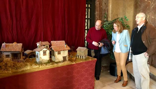 Dos nacimientos navideños en la Delegación del Gobierno en Navarra