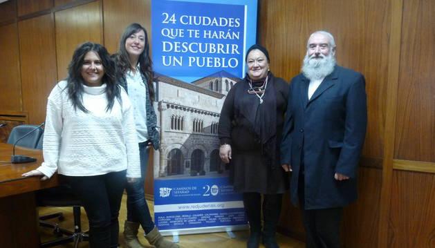 Judíos recién llegados a Estella colaboran en la primera 'janucá'