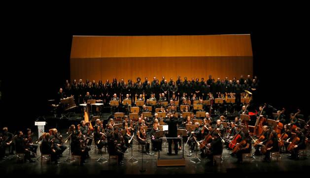 Un momento de la actuación de la orquesta durante la presentación de la programación.