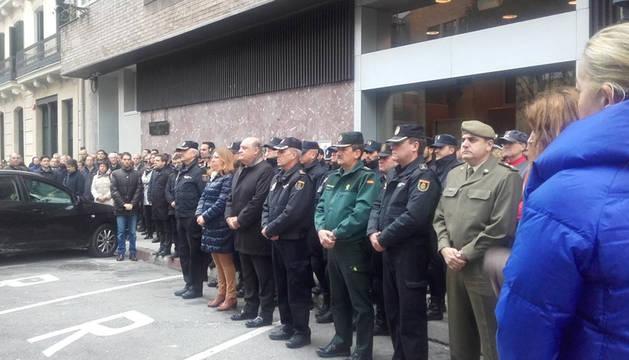 Minuto de silencio en Pamplona por la muerte en Kabul de dos policías