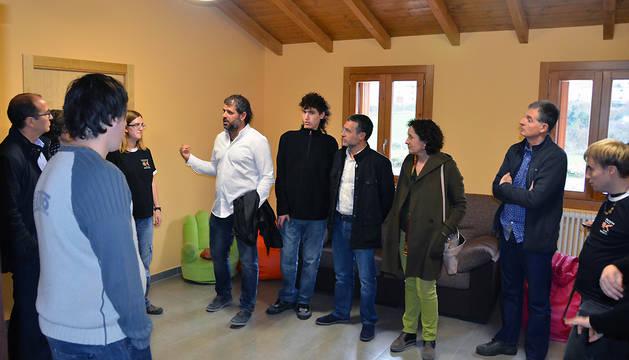El vicepresidente Laparra (en el centro), durante la visita.