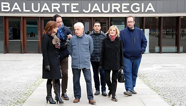 Los candidatos socialistas, en la plaza del Baluarte.
