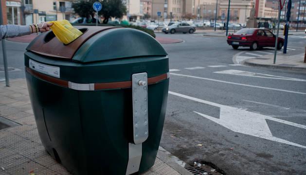 El quinto contenedor, en la avenida Baja Navarra de Tafalla.