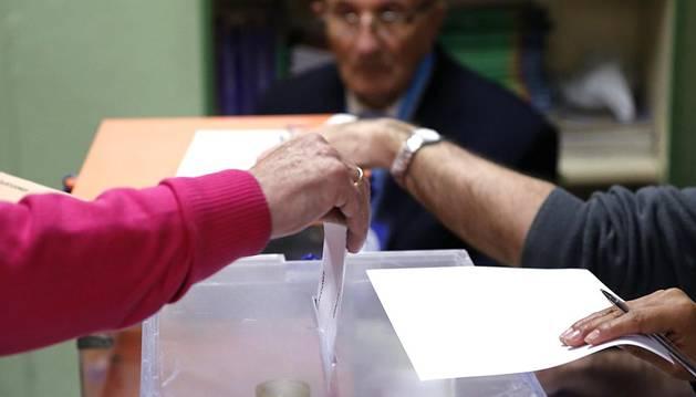 Imágenes de la jornada electoral en España.