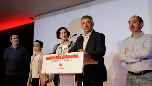 Koldo Martínez, junto al resto de miembros de la candidatura de Geroa Bai.