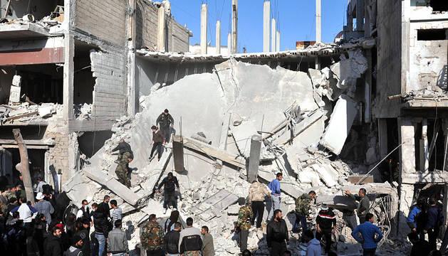 Al menos 32 personas han muerto y otras 90 han resultado heridas por la explosión de dos bombas en la ciudad siria de Homs, según ha informado el Observatorio Sirio para los Derechos Humanos.