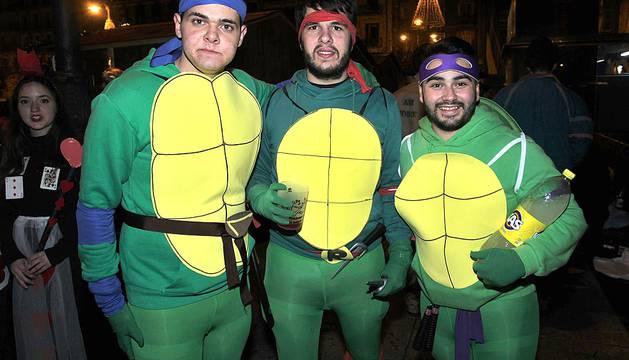 Disfraces de Nochevieja en las calles de Pamplona.